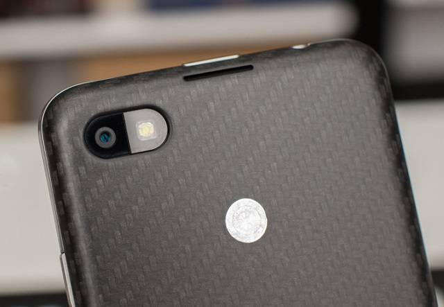blackberry-z30-camera