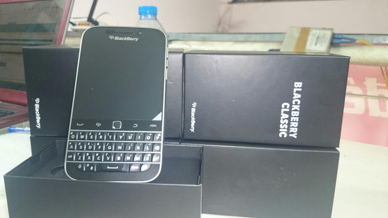 anh-thuc-blackberry-classic-tai-duchuymobile.com-1