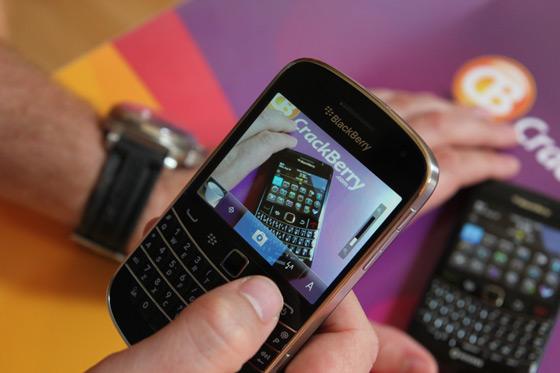 blackberry-bold-9900-camera