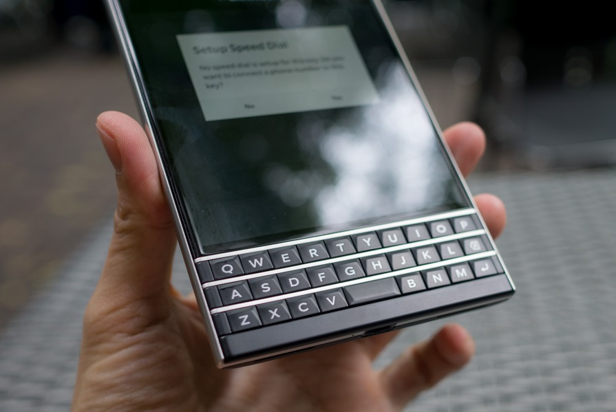 blackberry-passport-thiet-ke