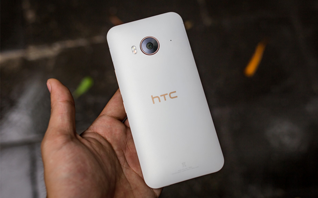 htc-one-me-tren-tay-danh-gia-1
