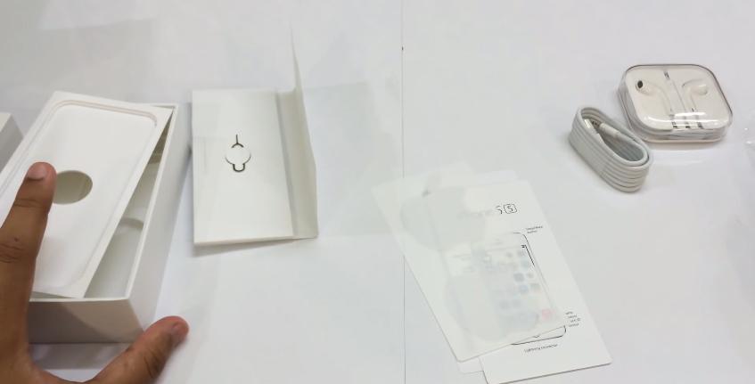 Hình ảnh ở hộp iPhone 5S Lock 03