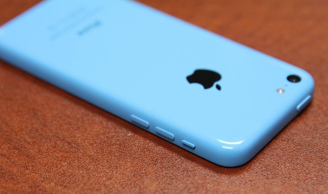 Thiết kế mềm mại trên từng chi tiết iPhone 5C\