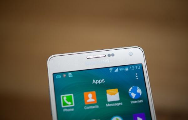 Samsung Galaxy A7 mặt trước