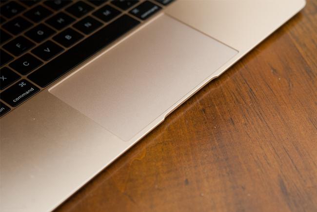 the-new-macbook-11ghz-mk4m2-gold-tren-tay-danh-gia-12