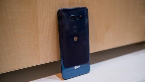 LG V40 ThinQ sẽ dùng màn hình tai thỏ POLED, nút trợ lý ảo Google