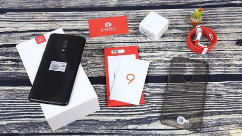 Đập hộp OnePlus 6 đầu tiên ở Việt Nam tại Đức Huy Mobile