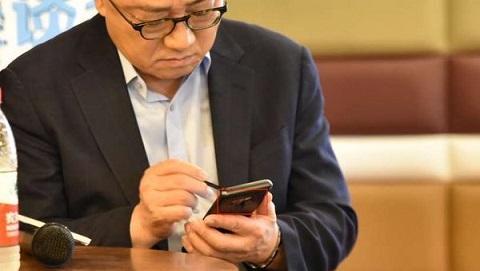 Samsung Galaxy Note 9 bất ngờ xuất hiện trên tay CEO của hãng