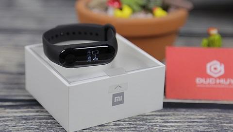 Đập hộp Xiaomi Mi Band 3 đầu tiên ở TP.HCM tại Đức Huy Mobile