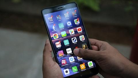 Xiaomi Mi Max 3 lộ thiết kế mặt trước, màn hình có tai thỏ