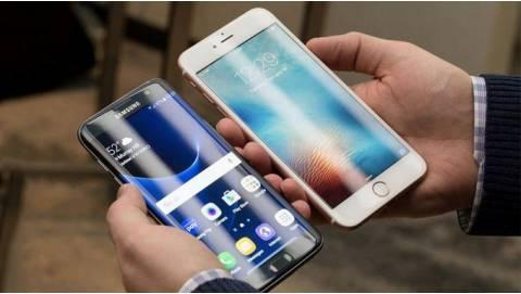 Cầm trên tay 6 triệu, nên mua Galaxy S7 Edge hay iPhone 6s Plus Lock