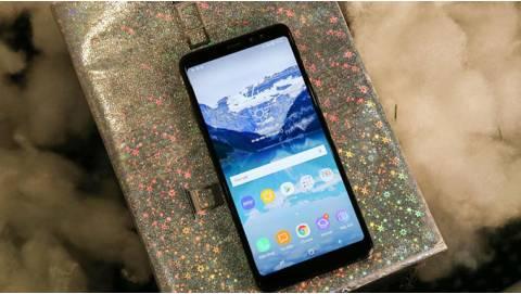 Samsung Galaxy A8+ 2018 công ty vừa lên kệ đã giảm 1,7 triệu