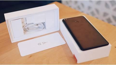 Mở hộp Xiaomi Mi Max 2 pin 5.300 mAh xách tay giá rẻ về Việt Nam