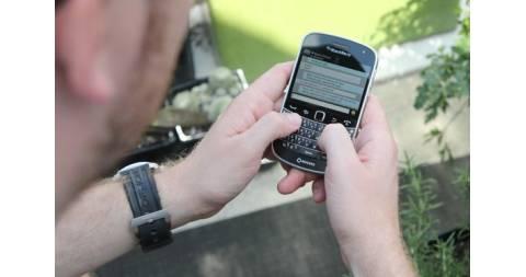 BlackBerry 9900 Bold mới 100% gây sốt khi về giá 1,6 triệu