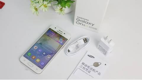 """""""Lạc trôi"""" với giá của Samsung Galaxy On5 2016"""