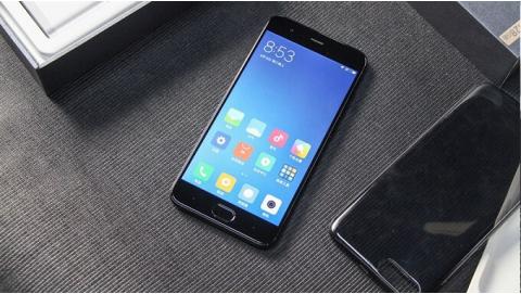 """Trên tay Xiaomi Mi6 vỏ gốm đẹp đến """"ngây ngất"""""""