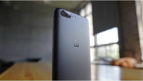 OnePlus 5T lộ ảnh thực tế ấn tượng trên tay người dùng