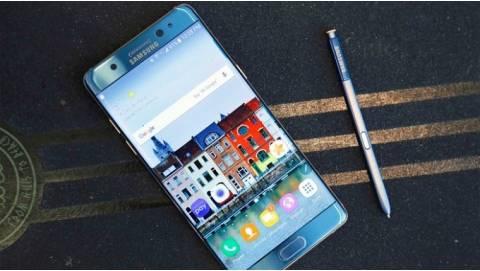 Hình ảnh trên tay Samsung Galaxy Note FE xanh san hô đẹp ma mị