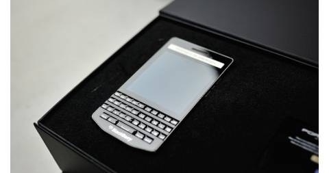 Giá BlackBerry Porsche Design P'9983 lao dốc, giảm hơn 50%