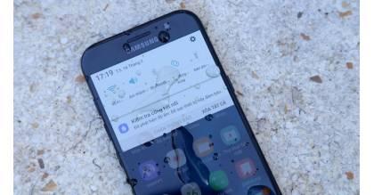 Top 3 smartphone chống nước giá rẻ vi vu tắm biển mùa hè