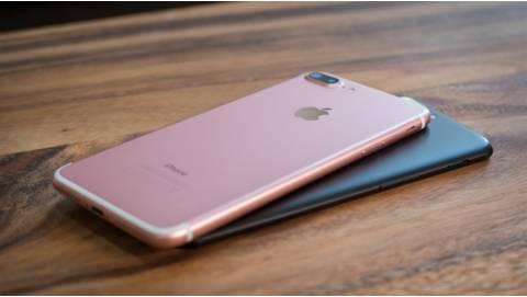 So sánh OnePlus 5T và iPhone 7 Plus: Chọn mới hay cũ tốt hơn?