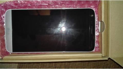 LG G5 lộ diện hình ảnh mở hộp đầy bất ngờ