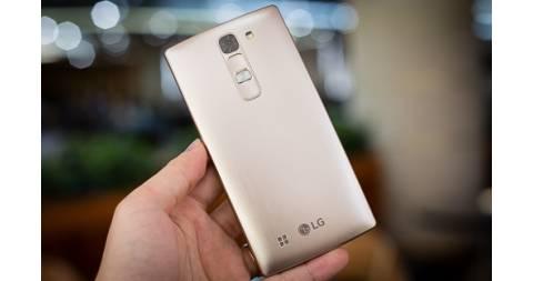 LG Magna điện thoại màn hình cong giá rẻ đầu tiên