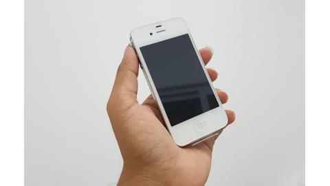 iPhone 4S – 12 tháng bảo hành Apple, chạy iOS 8, giá 2,5 triệu