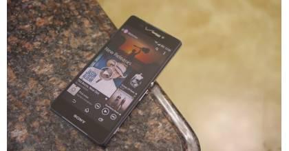 Bộ đôi Sony Xperia RAM 3GB, camera 20.7MP giá 3 triệu