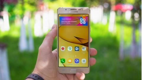Samsung Galaxy J5 và J7 2016 vừa lên kệ đã giảm giá