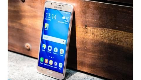 Samsung Galaxy J5, J7 2016 chính hãng giảm còn tầm 4 triệu