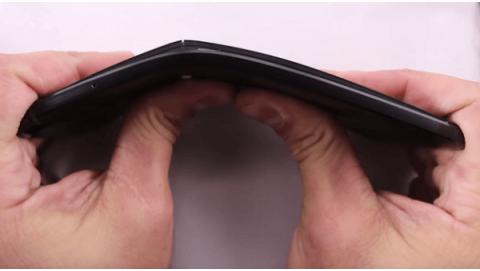 Huawei Nexus 6P dễ dàng bị bẻ cong?