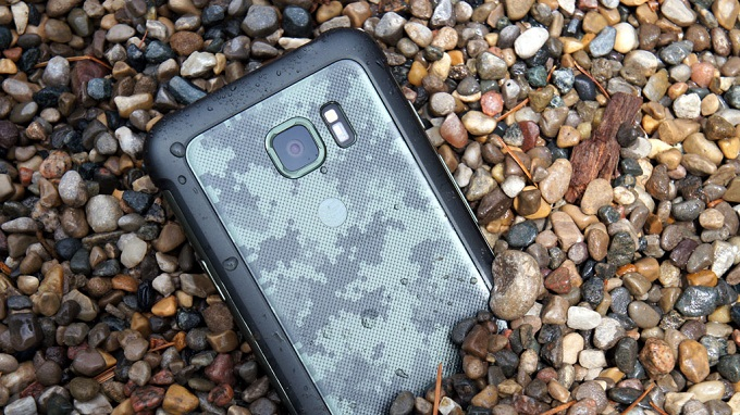 Samsung Galaxy S8 Active  1