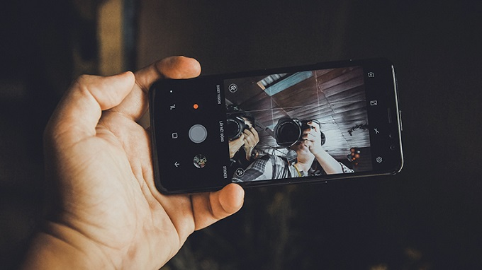 chụp ảnh nhanh camera selfie kép trên Samsung Galaxy A8 2018