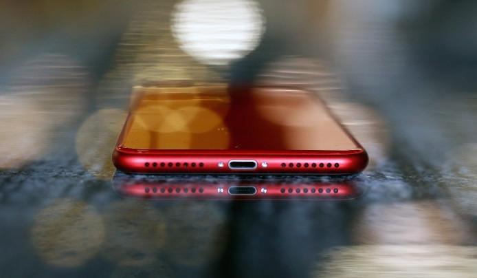 iPhone 8 Plus 64GB Red Màu Đỏ cạnh dưới