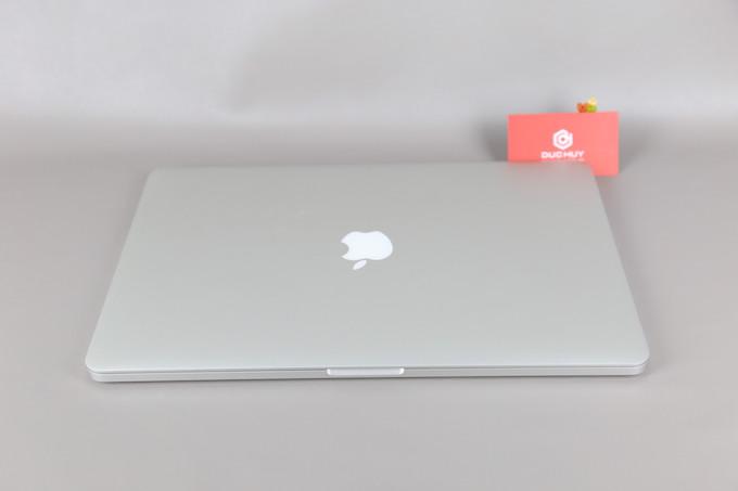Macbook Pro Duchuymobile mặt lưng