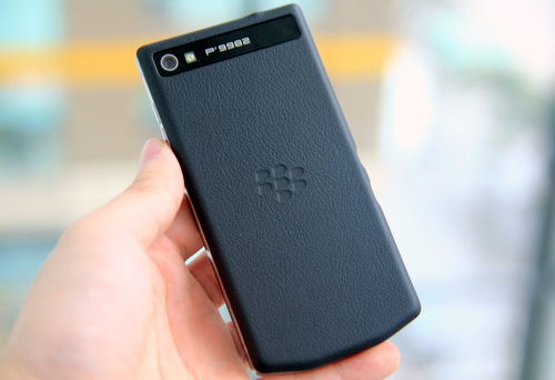 mat-sau-BlackBerry-Porsche-Design-P998