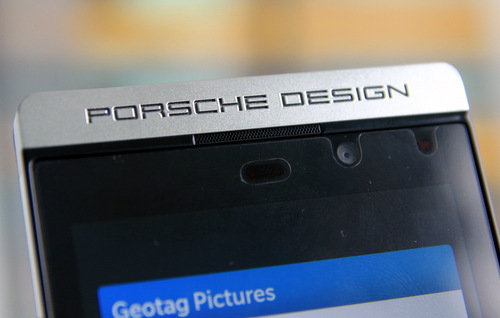 camera-truoc-BlackBerry-Porsche-Design-P998