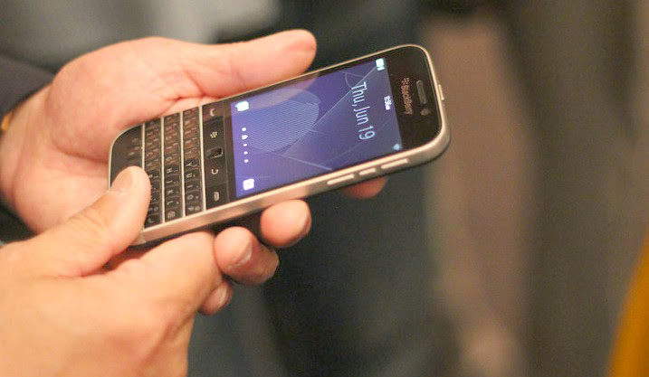 man-hinh-blackberry-classic