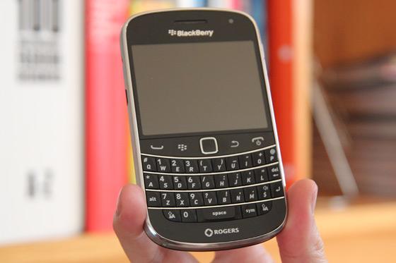 blackberry-bold-9900-thiet-ke-1