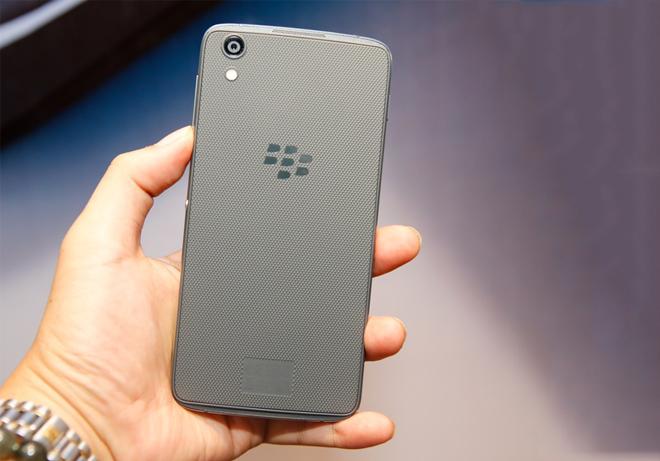 blackberry-dtek50-tren-tay-danh-gia-thiet-ke-1