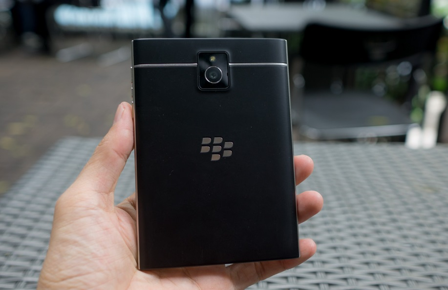 blackberry-passport-mat-lung