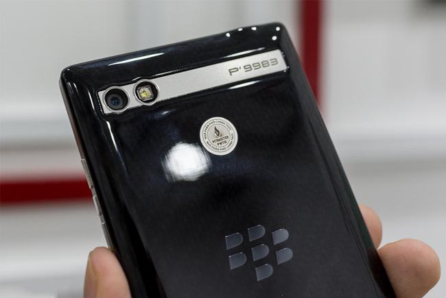blackberry-porsche-design-p9983-mo-hop-danh-gia-10