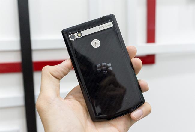 blackberry-porsche-design-p9983-mo-hop-danh-gia-3