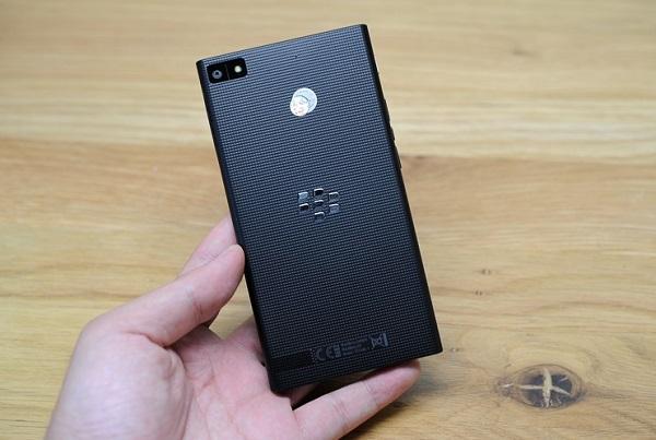 blackberry-z3-thiet-ke