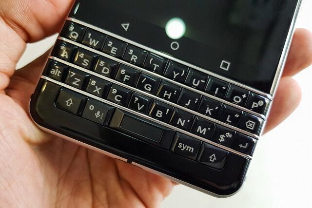 Cam-bien-van-tay-Blackberry-KEYone-Duchuymobile