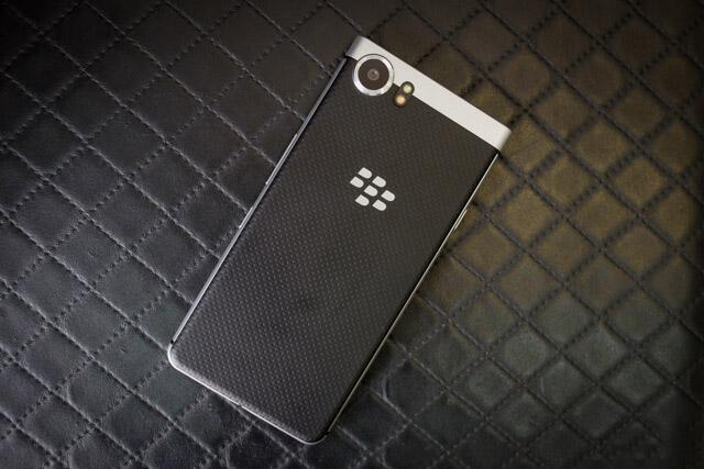 Mat-sau-Blackberry-KEYone-Duchuymobile