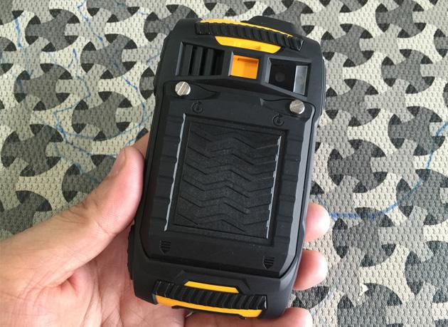 kt-powertel-betroi-p220-hinh-anh-tren-tay-3