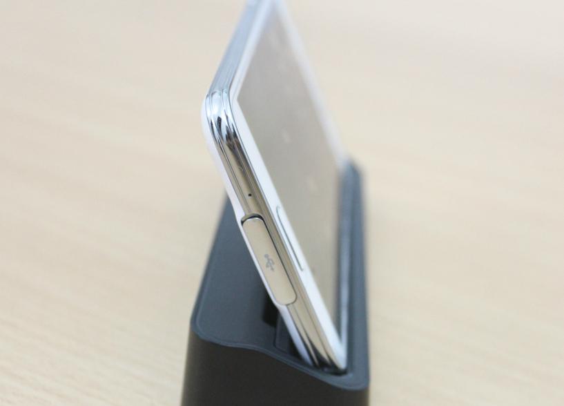 Samsung Galaxy S5 Au Xách Tay Nhật dock sạc