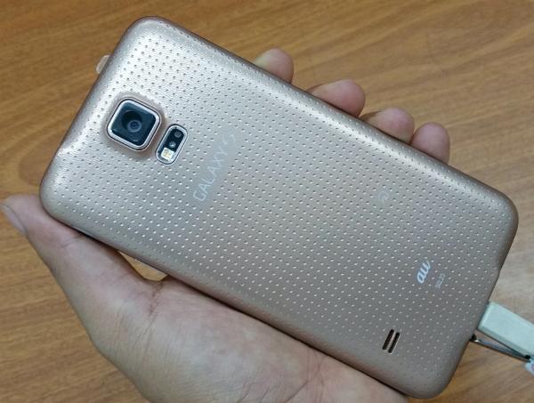 Samsung Galaxy S5 Au Xách Tay Nhật thiết kế mặt lưng